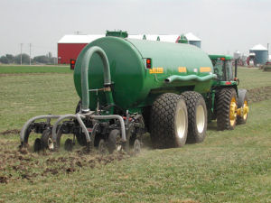 Direct injection of liquid animal manure